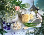 O fubá é bom para a remoção das impurezas da pele e o iogurte é aconselhado para tratamento de peles oleosas.