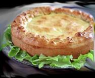 A torta de queijo e tomate seco é fácil de fazer e agrada a todos