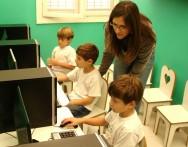 Como o professor da educação infantil deve orientar os alunos nas pesquisas na internet