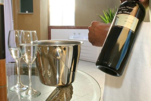 Como funcionam os serviços de quarto e banquete em hotéis