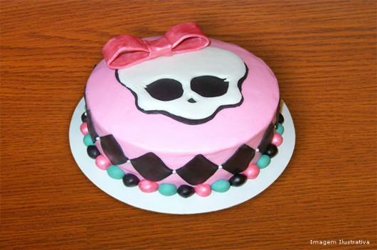 Decoração de bolos - como fazer caveirinha Monster High com pasta americana
