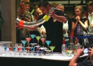 Ser um Barman de sucesso significa ter conhecimento e total maestria para exercer suas atividades. Foto: Praytino