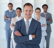 O gerente de loja é aquele profissional que gera e administra negócios, bens e serviços