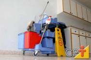 Como limpar extintores de incêndio, portas, telefones públicos e elevadores comerciais
