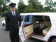 O motorista particular deve estar sempre à disposição dos patrões.