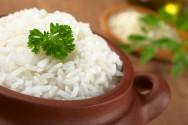 O arroz é o prato mais servido, como acompanhamento do prato principal e da guarnição.