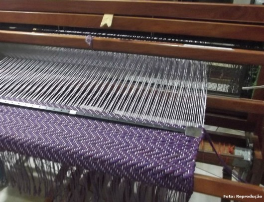 Tecelagem manual - passos para preparar a urdidura e tecer fios