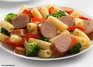 A linguiça calabresa de frango é um embutido de rápido preparo, poucas calorias e poucas gorduras
