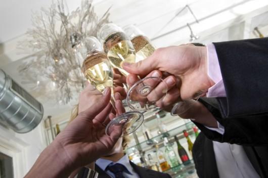 O que servir como bebida e como servi-la em festas e eventos