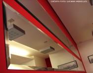 Os espelhos ampliam o espaço em ambientes pequenos