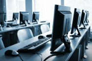 A escola só deve adquirir computadores, softwares e outros equipamentos diretamente de distribuidor autorizado
