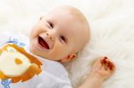 O banho traz bem-estar ao bebê, além de ser um momento especial para que a mãe o acaricie