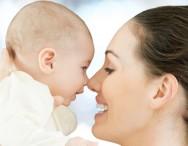 A mãe deve evitar usar perfumes, pois o bebê ainda é muito sensível, devendo somente sentir o cheiro materno.