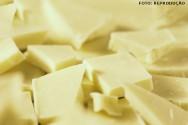 O chocolate branco é constituído, basicamente, de manteiga de cacau.