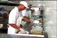 A copa de higienização deve ter um local estratégico na cozinha comercial.