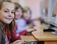 Na primeira aula do aluno, o computador deve estar desligado, para que este aprenda a ligá-lo.