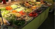 No self service, o cardápio é variável, ocorrendo alterações de alguns pratos ou de todos os pratos todos os dias
