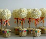 Árvores de pipoca na decoração das mesas também encanta os convidados. Foto: Reprodução