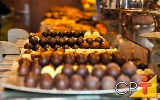 O chocolate é fonte de inúmeros benefícios à saúde.