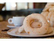 Petiscos para a copa e para festas juninas - Biscoito de Polvilho e Bolo de Milho Verde