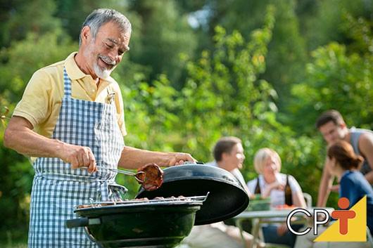 Faça como o Faustão e conheça o Livro A Culinária da Carne e o Churrasco Brasileiro. Curso CPT Treinamento de Churrasqueiro