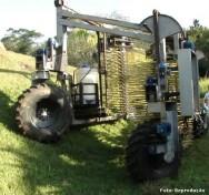 Colhedora de café desenvolvida pela UFV atende plantações com 50% de inclinação