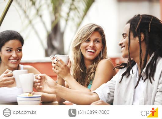 Diversos estudos têm provado que se você aprender como lidar com outras pessoas, terá andado cerca de 85 porcento do caminho para o sucesso