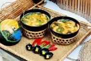 Há pratos em Belém que se saboreiam como o índio os deglutia quatro séculos atrás, como o pato no tucupi e o tacacá.