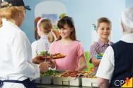 Quais as funções da merendeira escolar?