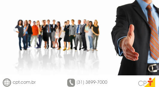Equipe de trabalho feliz por se sentir valorizada pela empresa
