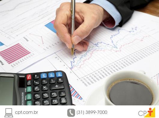 pessoa calculando a restituição para 2015