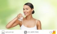 Benefícios da água, fria ou gelada, para o organismo, cabelos, peles e unhas