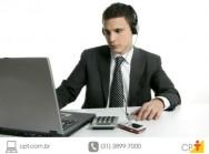 Pessoa na internet, atualizando o networking