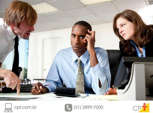 foto de pessoas insatisfeitas no trabalho