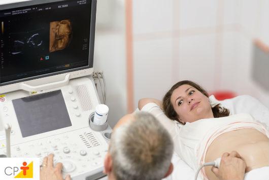 gestante fazendo ultrassonografia