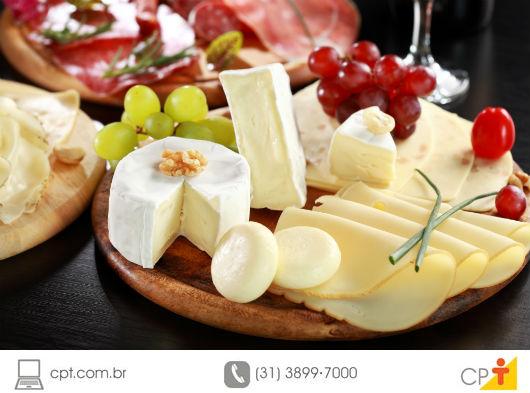 Como montar uma mesa de queijos
