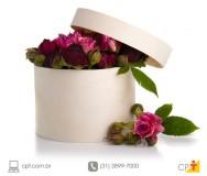 Dicas para os arranjos florais de fim de ano durarem mais