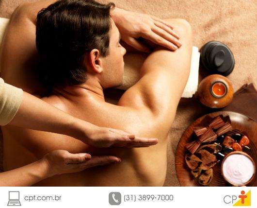 atleta sendo massageado antes de entrar para uma competição