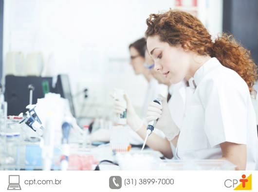 Em relação ao uso da área dos laboratórios de manipulação, não pode ser permitido entrar ou permanecer nela sem paramentação