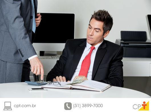 workhaolic dando ordens ao funcionário para a obtenção de resultados na empresa