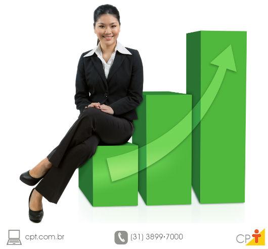 empresária sentada em um puf com a imagem de um gráfico