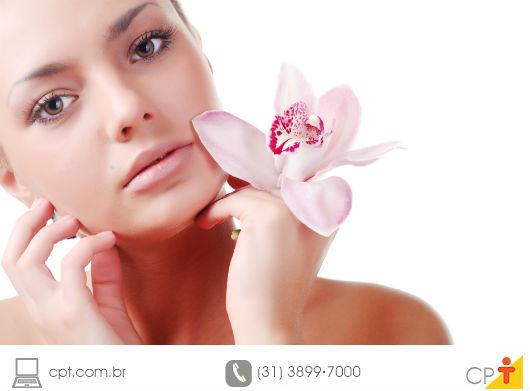 mulher exibindo a pele bem cuidada
