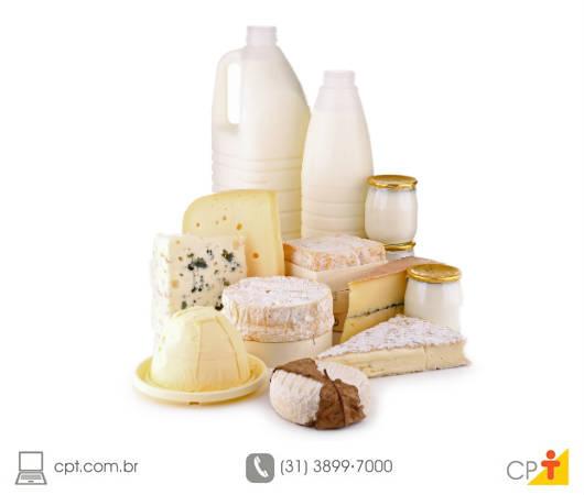 Leite na produção de queijo