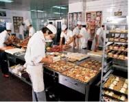 Lanchonetes e restaurantes devem produzir alimentos seguindo as leis e recomendações dos órgãos sanitários.
