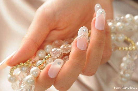 Aplique spray ou óleo secante nas unhas pintadas e limpas - Dicas CPT