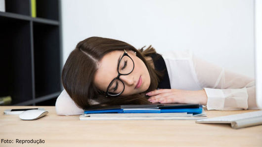 Por que tenho muito sono após o almoço? - Artigos CPT.