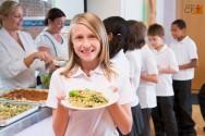 Merendeira escolar: higiene pessoal é fundamental para o seu trabalho