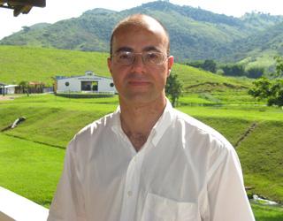 Prof. Dr. Luis Fonseca Matos do curso Inseminação  Artificial em Bovinos