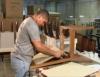 Pequena fábrica de móveis produz peças isoladas ou ambientes inteiros sob encomenda
