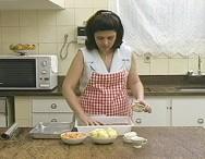 Preparo das refeições na cozinha da ABESC - Associação Beneficente Santa Clara, em Viçosa - Minas Gerais